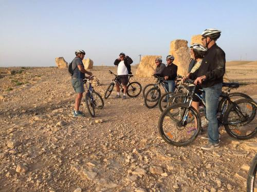 A bike ride to the rim of Ramon Crater